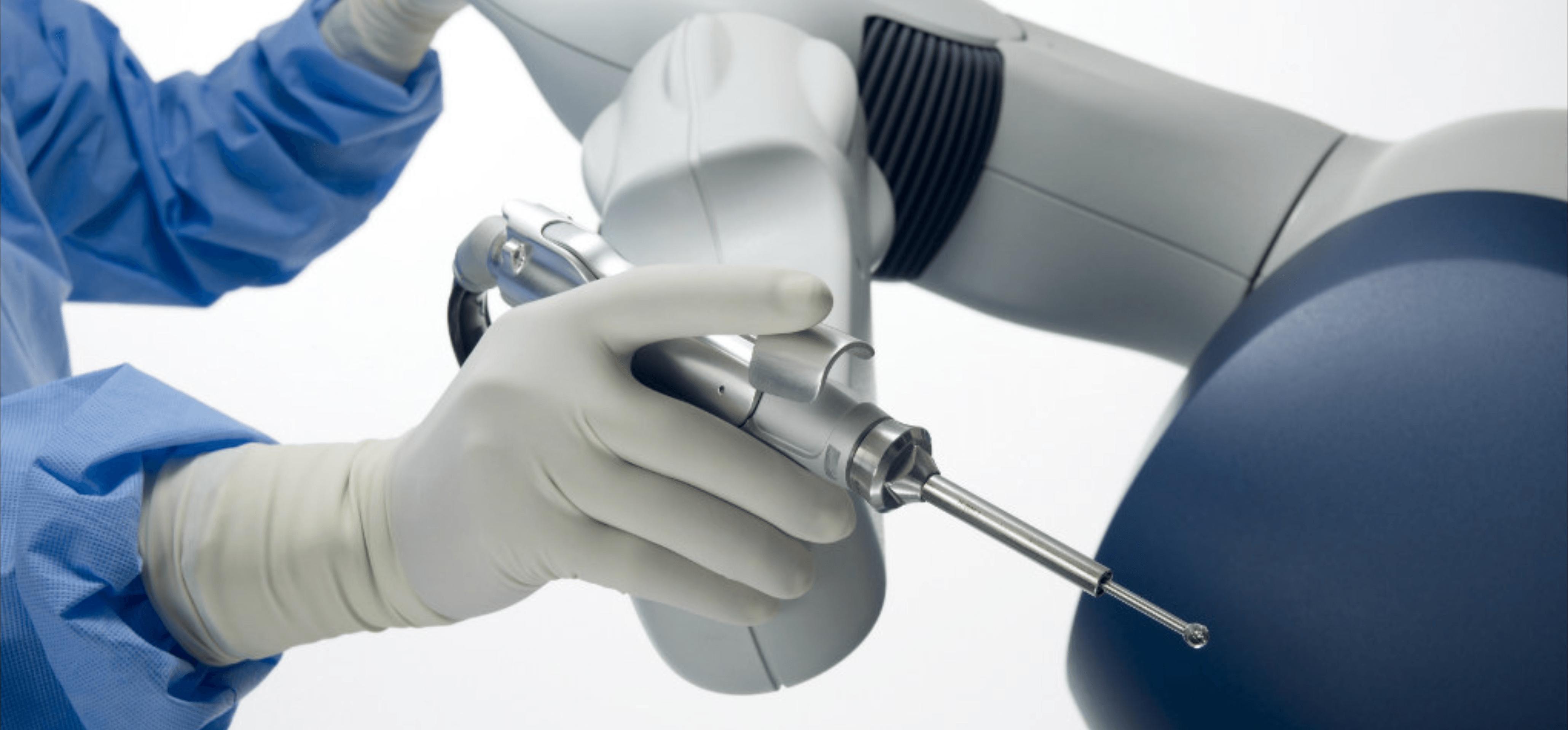 Empresa britânica lança novo robô cirurgião